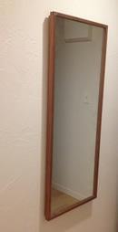 ウォールナットの壁掛けミラー
