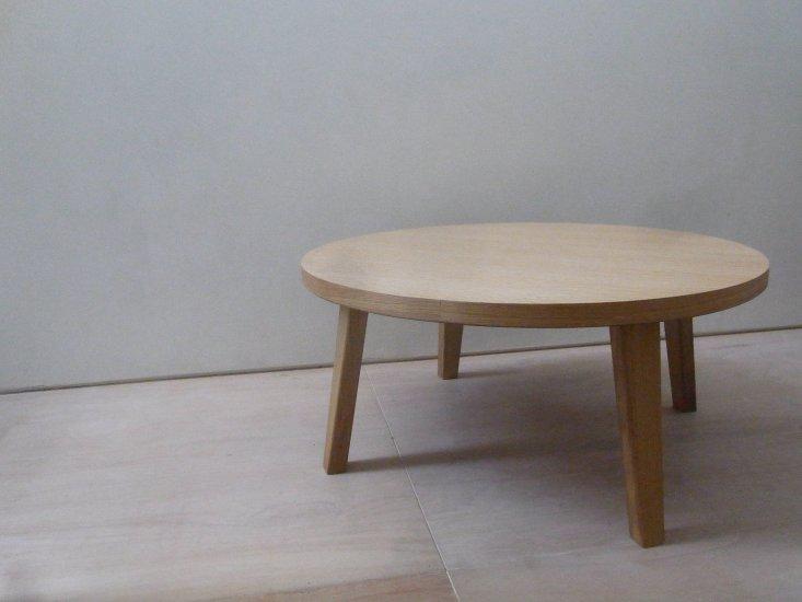 ラウンド型のローテーブル 和洋ともに合うオーソドックスなローテーブルです
